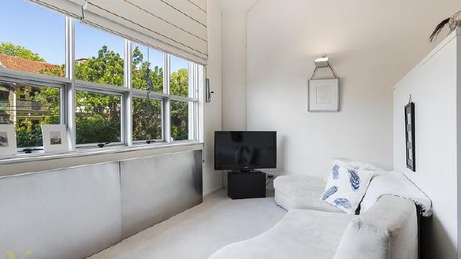 And just so we're clear what we're talking about, this is what $600K buys you in Sydney. A tiny studio in Darlinghurst. Picture: Realestate.com.auSource:Supplied