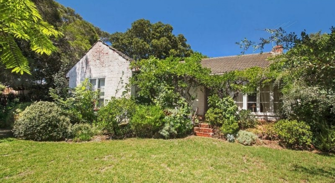 Beaumaris knockdown sells $720,000 above reserve, as Melbourne clearance rates trend down